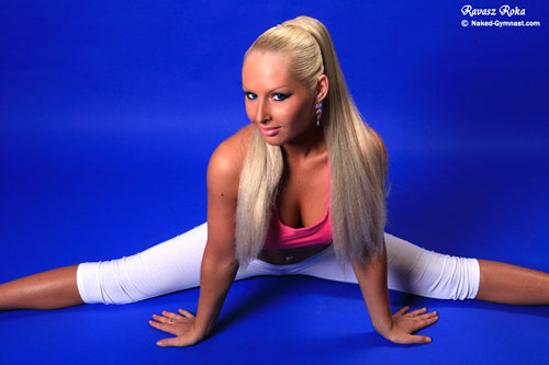A straddle split by a blonde flexible babe