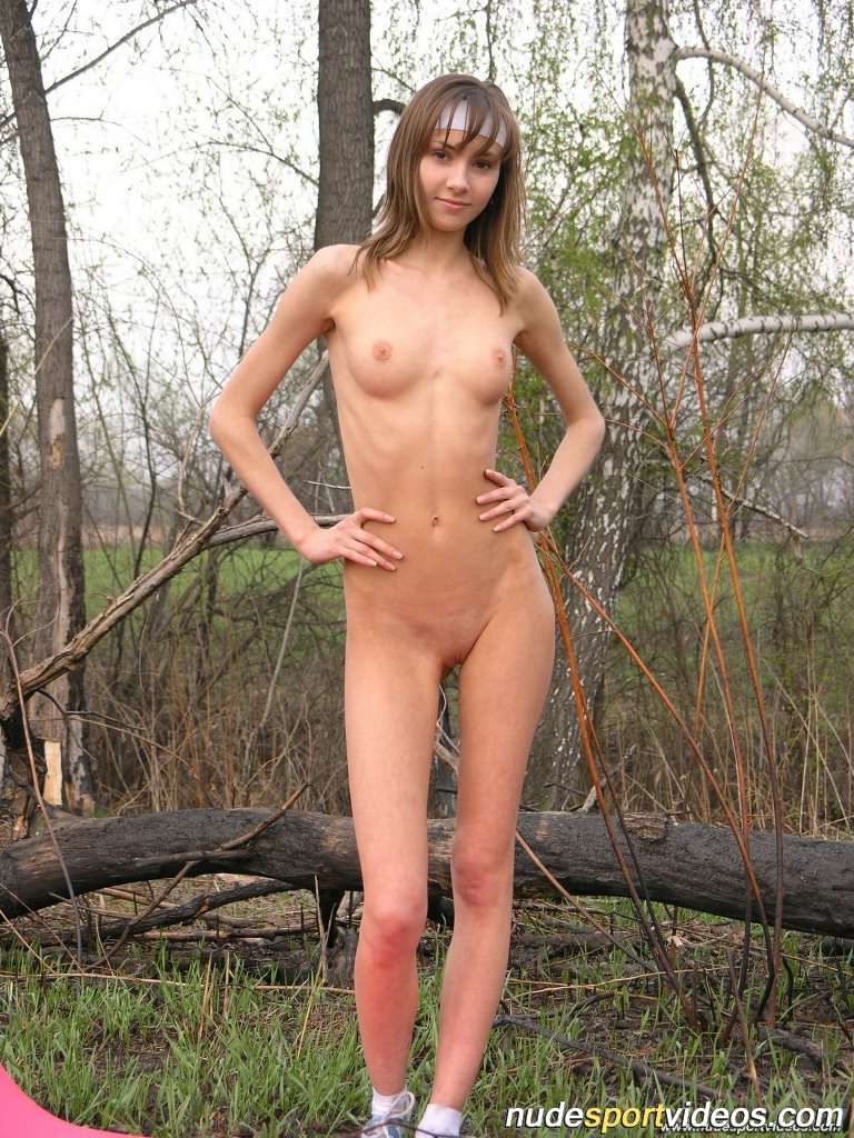Young spanish girl naked — photo 7