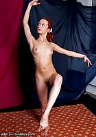 naked flexi girl posing