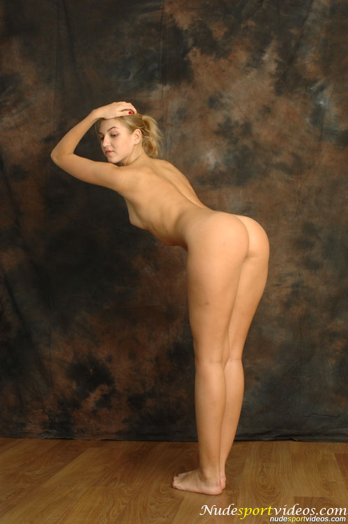 nude girl dancing
